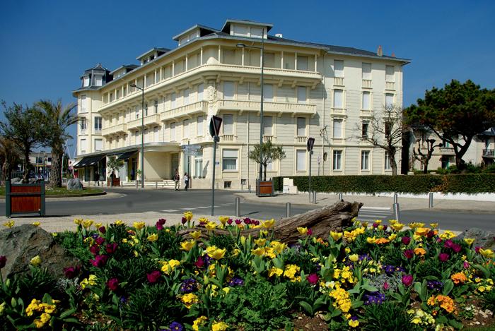 H tel de la plage c m moire vive - La contemporaine residence de plage las palmeras ...