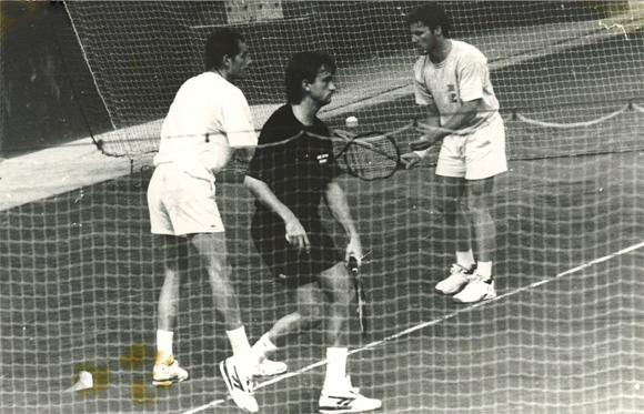 Guy Forget, Henri Leconte, Olivier Delaître sur les courts couverts du Garden, photo Serge Roy.